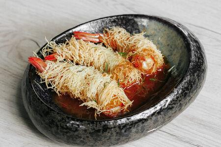 Жареные креветки в тесте катаифи