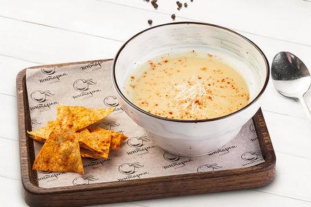Сырный суп с пряными чипсами