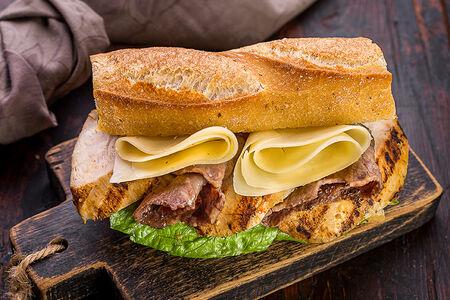 Французский сэндвич-багет с курицей