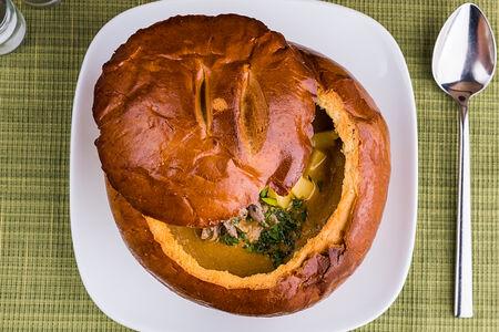 Крем-суп Куриный в хлебном горшочке