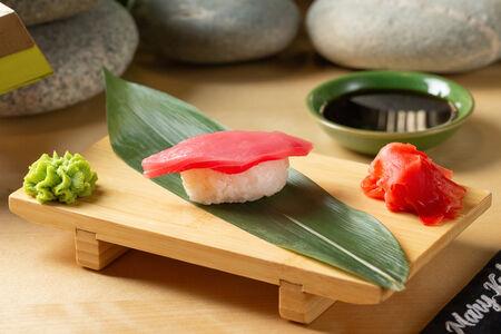 Суши с тунцом