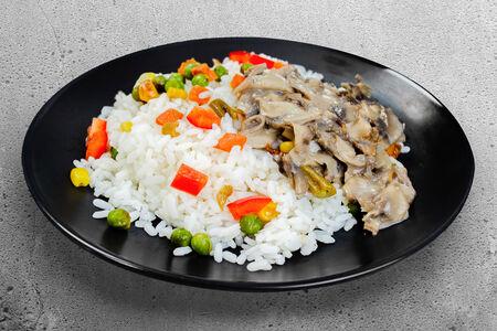 Рис с овощами и грибами в сливках