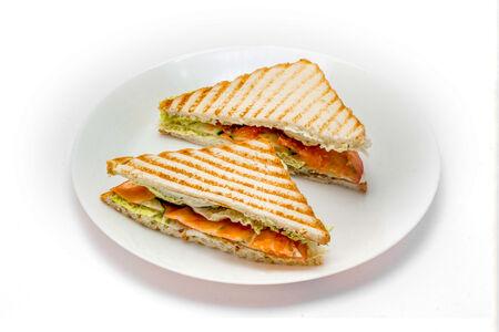 Сэндвич с форелью и овощами