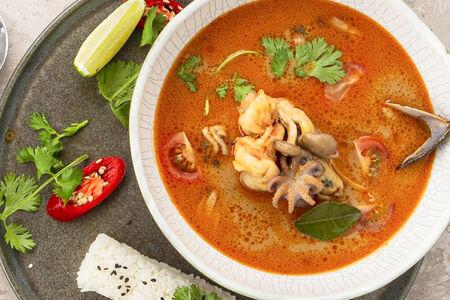 Суп Том Ям с морепродуктами и японским рисом