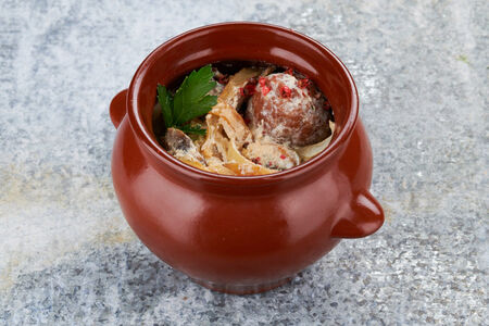 Фрикадельки из баранины в сметанно-грибном соусе