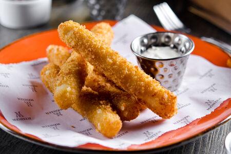 Сырные палочки с соусом тартар