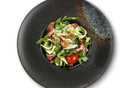 Салат с маринованным ростбифом и лисичками