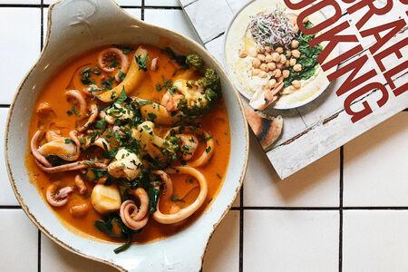 Кальмары, креветки и овощи маринара