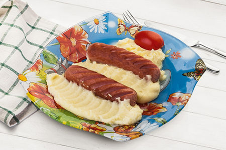 Картофельное пюре с отварными сосисками