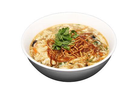 Традиционный китайский овощной суп с черными грибами муэр