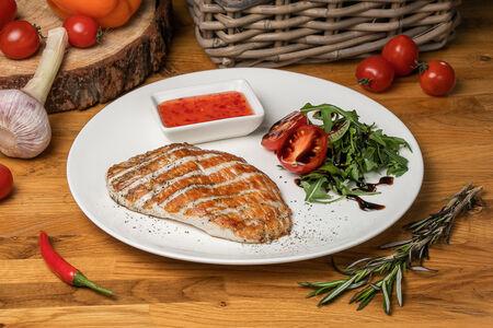Стейк из куриного филе с микс-салатом