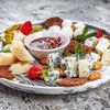Фото к позиции меню Сырная тарелка с сезонными фруктами и инжирным вареньем