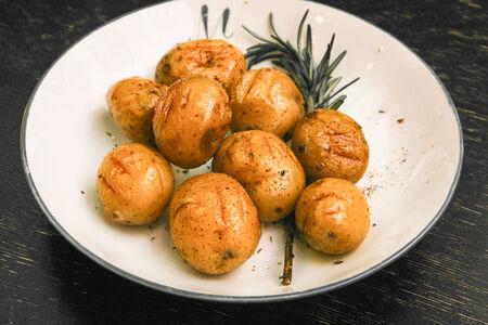 Картофель на гриле с розмарином