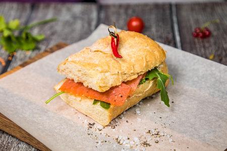 Сальмон-сэндвич