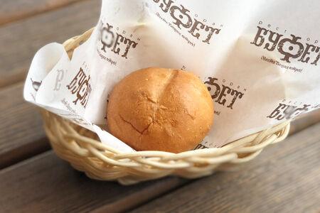 Свежеиспеченная булочка пшеничная