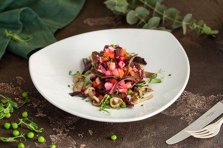 Винегрет из печеных овощей с маринованными грибами