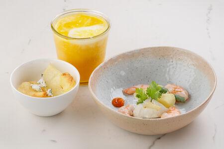 Крем-суп из молодой моркови с креветками