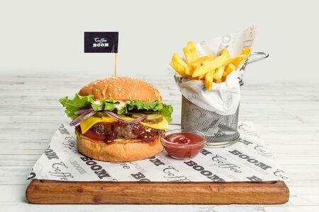 Бургер-меню с говяжьей котлетой