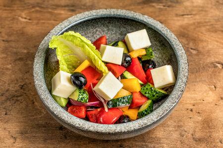 Салат овощной с сыром и зеленью