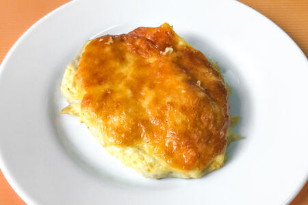 Филе грудки цыплёнка под сырной шапочкой