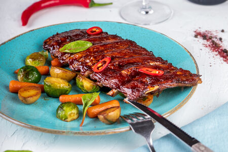 Свиные ребра с мини-овощами