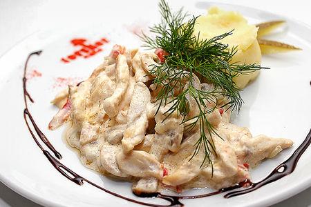 Бефстроганов из курицы с картофельным пюре