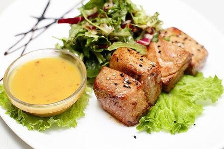 Тунец с микс-салатом