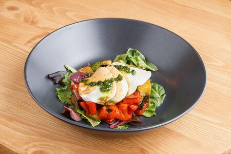 Салат Овощи-гриль с моцареллой
