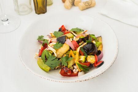 Запеченные овощи с копченым сыром чечил
