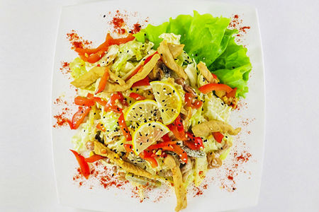 Теплый салат со свининой