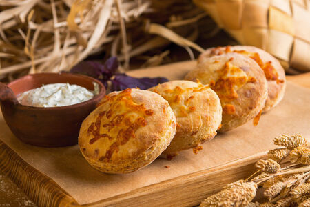 Картофельные печенеги с сыром и сметаной