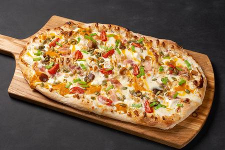 Пицца с тыквой и беконом
