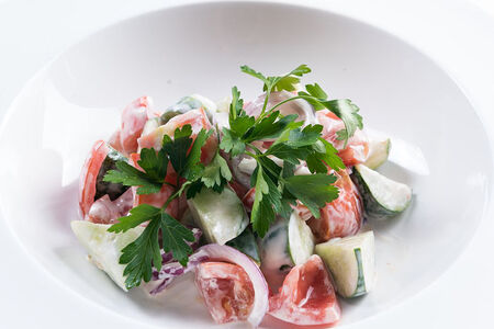 Домашний салат со сметаной