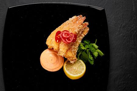 Креветки темпура с соусом спайси