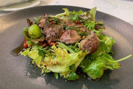 Стейк-салат в паназиатском стиле