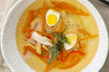 Суп Куриный с овощами и перепелиным яйцом