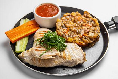 Стейк из курицы с соте из овощей