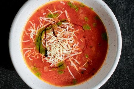 Пряный томатный суп с базиликом