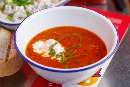 Томатный суп со страчателлой и соусом песто