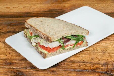 Сэндвич с индейкой и соусом песто