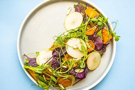 Салат с грушей и бататом