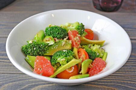 Салат из ошпаренной брокколи
