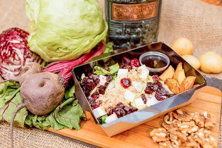 Салат Свекольный с вяленой клюквой и фетой