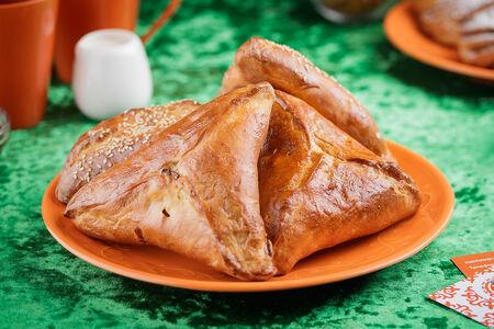 Пирожок с яйцом и капустой