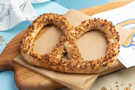 Крендель с грецким орехом