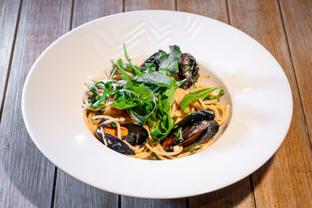 Спагетти с морепродуктами в сливочном соусе