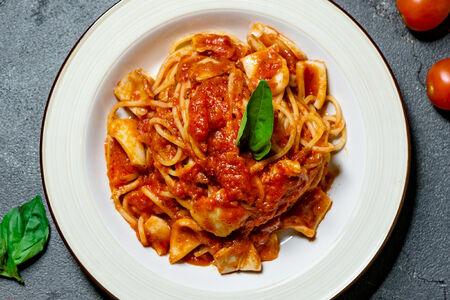 Спагетти с кальмаром