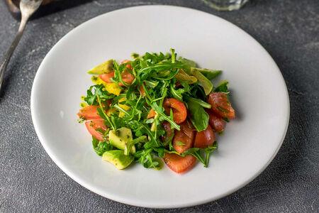 Салат из авокадо и запеченного перца