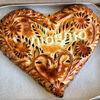 Фото к позиции меню Пирог-сердце с брусникой