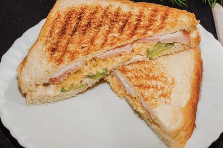 Сэндвич С ветчиной и огурцами
